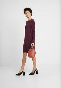 GAP - V-SHIFT DRESS - Strickkleid - plum heather - 2