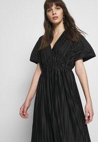 Zign - PLISSE MIDI DRESS - Denní šaty - black - 4