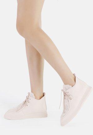 Casual lace-ups - crema
