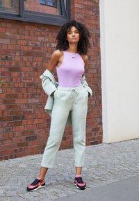 Nike Sportswear - WAFFLE ONE - Zapatillas - active fuchsia/universe gold/black/coconut milk/metallic silver/orange - 1
