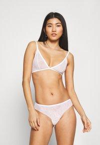 Calvin Klein Underwear - SHEER MARQUEISETTE UNLINED - Kaarituettomat rintaliivit - white - 1