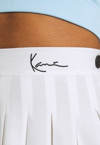 Karl Kani - SMALL SIGNATURE TENNIS SKIRT - Mini skirt - white - 6