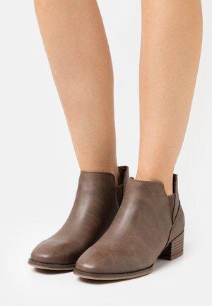 DAHLIA - Kotníková obuv - dark brown