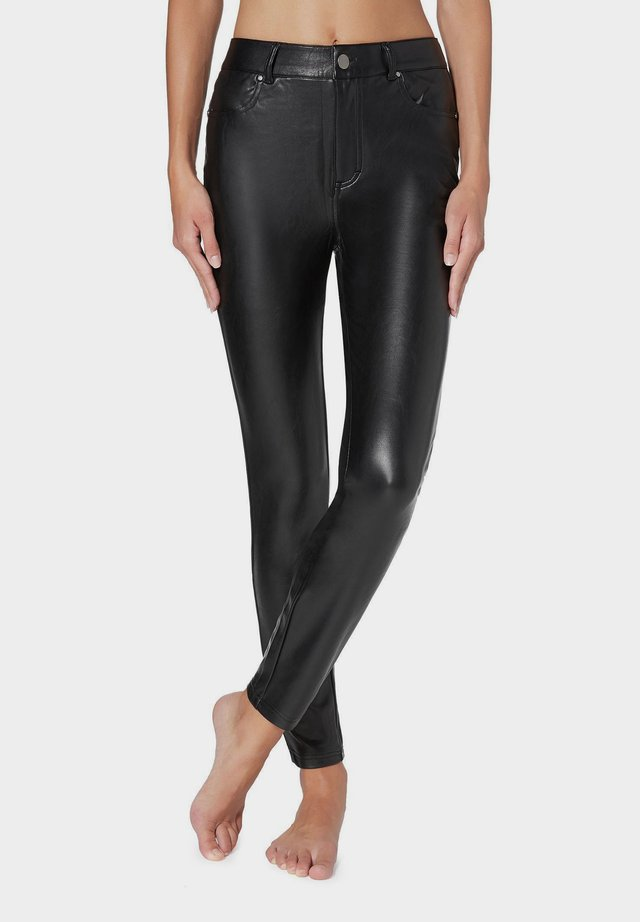 MIT LEDEREFFEKT - Leggings - Trousers - black