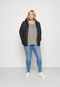 ONLY Carmakoma - CARFLORIA LIFE - Jeans Skinny Fit - light blue denim - 1