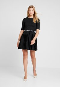 Calvin Klein Jeans - PLEATED DRESS - Jerseyklänning - black - 1