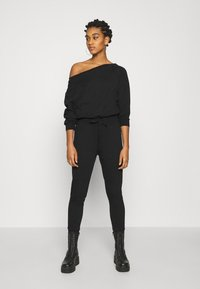 Even&Odd - Sweat off shoulder lounge jumpsuit - Haalari - black - 0