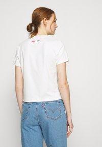 Levi's® - DISNEY MICKEY AND FRIENDS - Print T-shirt - marshmallow - 2