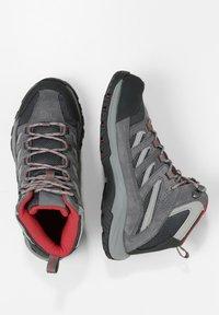 Columbia - MID CRESTWOOD™ MID WATERPROOF - Walking trainers - graphite, daredevil - 2