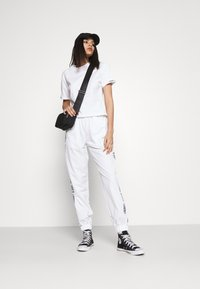 Tommy Jeans - CROP BRANDED TEE - Print T-shirt - white - 1