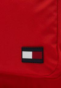 Tommy Hilfiger - NEW ALEX BACKPACK SET - Schooltas - red - 2