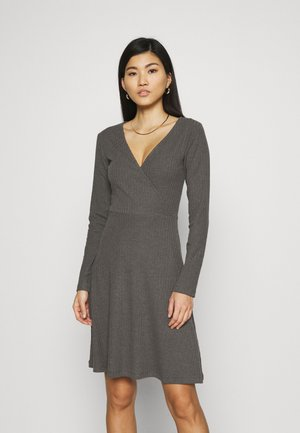 Strikket kjole - mottled dark grey