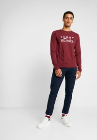 Tommy Hilfiger - LONG SLEEVE TEE - Long sleeved top - red - 1