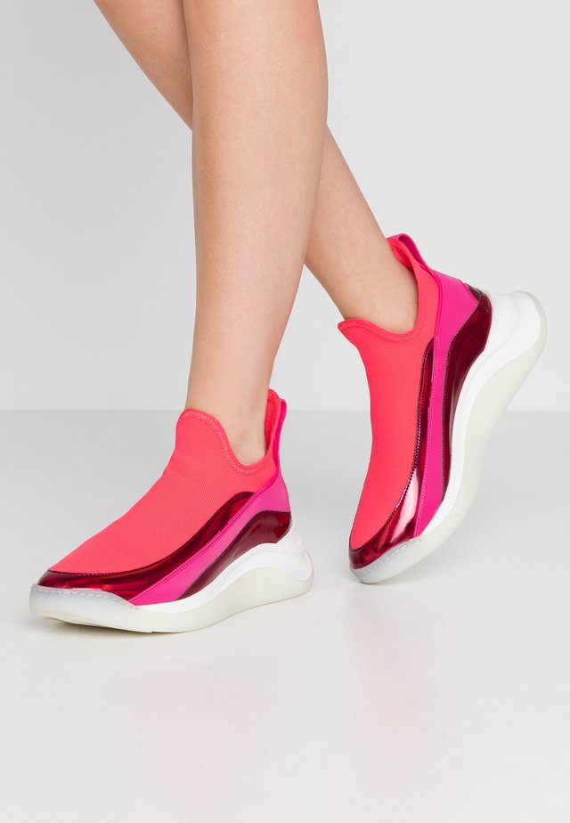 URAGO - Scarpe senza lacci - rosa
