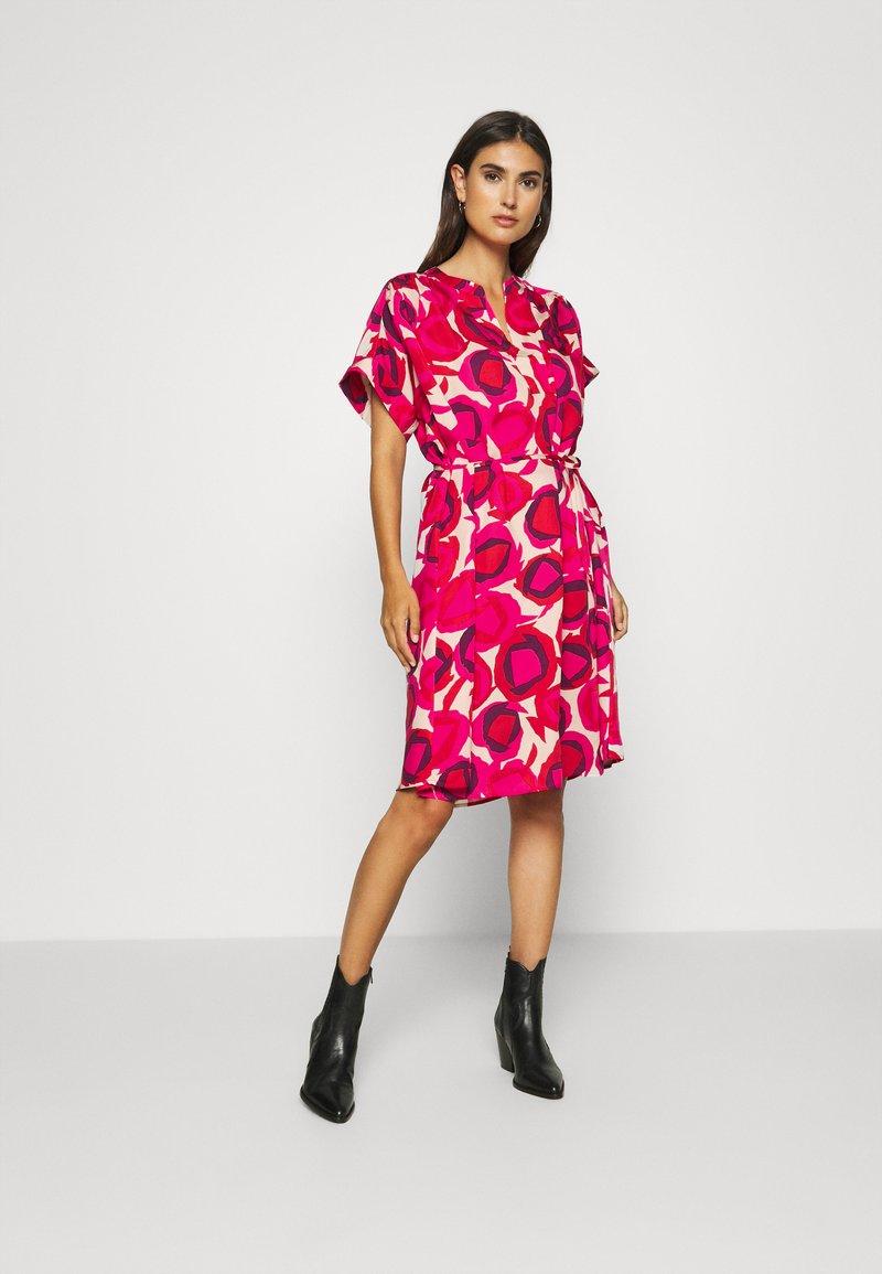 GANT - FLUID DESERT ROSE DRESS - Shirt dress - rich pink