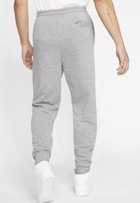Jordan - M J JUMPMAN CLSCS LTWT PANT - Pantaloni sportivi - carbon heather/white - 1