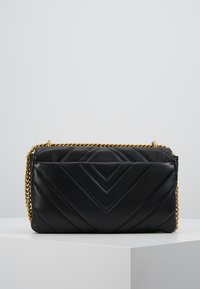 DKNY - VIVIAN DOUBLE SHOULDER FLAP  - Håndveske - black/gold - 2