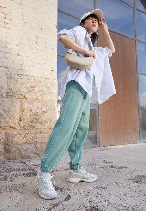 GEL KAYANO  - Sneakers basse - cream/lichen rock