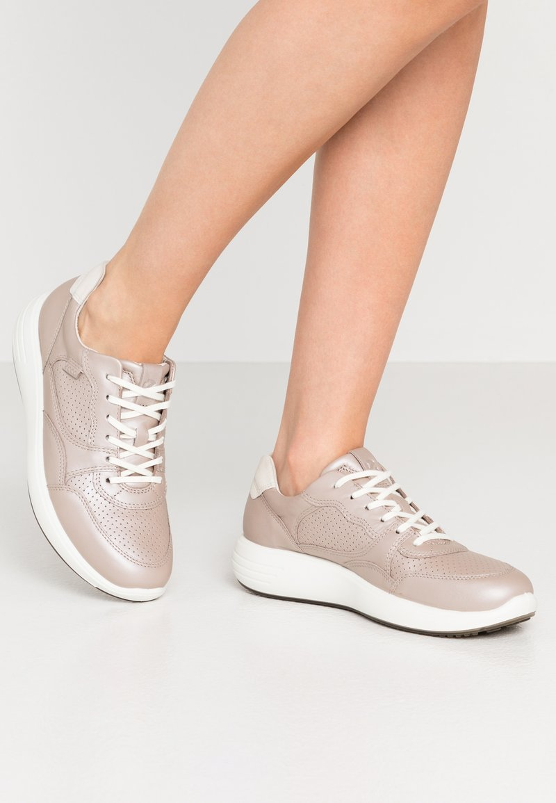 ECCO - SOFT 7 RUNNER - Sneakersy niskie - beige