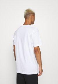 adidas Originals - TREF SERIES TEE UNISEX - T-shirt imprimé - white - 2