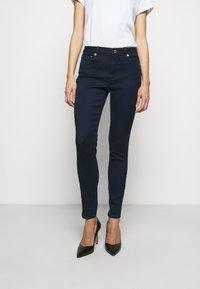 MICHAEL Michael Kors - SELMA SKINNY - Jeans Skinny Fit - twilight wash - 0