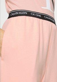 Calvin Klein Underwear - ONE LOUNGE - Pyjama bottoms - strawberry champagne - 4