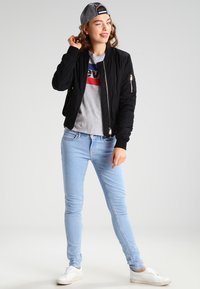 Levi's® - THE PERFECT - Printtipaita - grey - 1