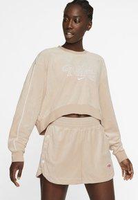 Nike Sportswear - RETRO FEMME CREW TERRY - Sweatshirt - shimmer - 0