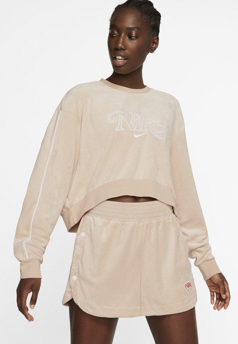Nike Sportswear - RETRO FEMME CREW TERRY - Sweatshirt - shimmer