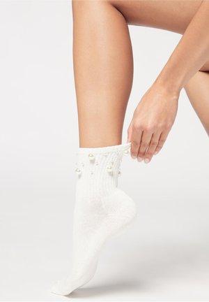 DISNEY - Socks - sport milk white pearl appliqué