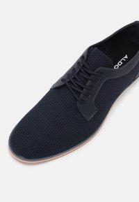ALDO - PROMETHEUS - Zapatos con cordones - navy - 4