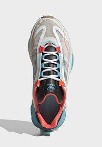 adidas Originals - OZWEEGO  - Trainers - white - 4