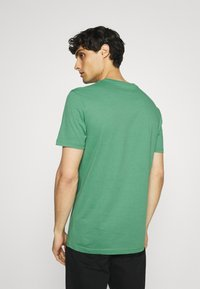 Pier One - 5 PACK - T-shirt basic - green/grey/yellow - 2