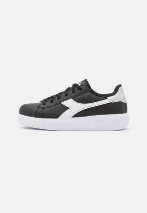 GAME STEP UNISEX - Chaussures d'entraînement et de fitness - black /white