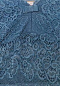 Triumph - AMOURETTE SPOTLIGHT - Nightie - blue snow - 2