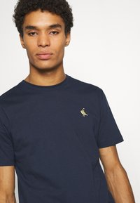 Cleptomanicx - GULL RIDER - Basic T-shirt - dark navy - 4
