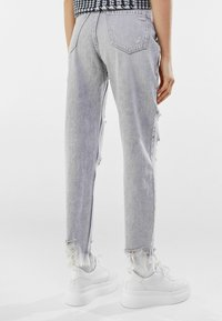 Bershka - Relaxed fit jeans - grey - 2
