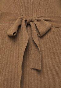 Moss Copenhagen - MALLORY LIKE DRESS - Pletené šaty - dark brown - 2