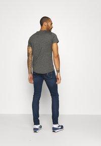 Tommy Jeans - AUSTIN SLIM - Jean slim - aspen dark blue stretch - 2