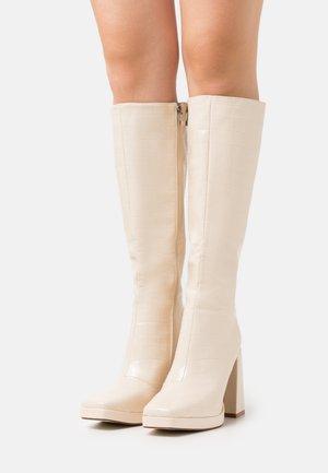 WIDE FIT ROSIE - Klassiska stövlar - off white