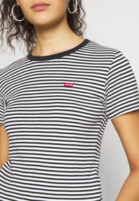 Levi's® - BABY TEE - Print T-shirt - aya stripe caviar - 4