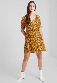 TWINTIP - Day dress - yellow - 1
