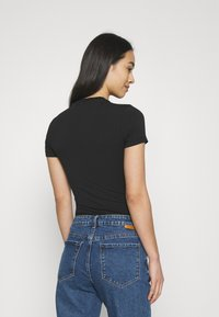Tommy Jeans - TAPE BODY SHORTSLEEVE - T-shirt con stampa - black - 2