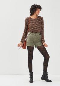 BONOBO Jeans - Shorts - vert khaki - 1