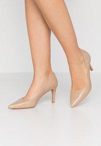 PERLATO - Classic heels - jamaica naturel - 0