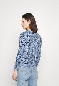Marks & Spencer London - CHEETAH - Langærmede T-shirts - light blue - 2