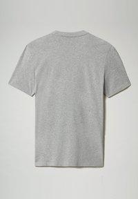 Napapijri - S-ICE SS - Print T-shirt - medium grey melange - 4