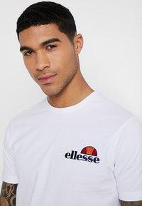 Ellesse - VOODOO - Print T-shirt - white - 3