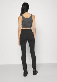 NA-KD - NA-KD X ZALANDO EXCLUSIVE  SIDE SLIT - Leggings - Trousers - grey - 2