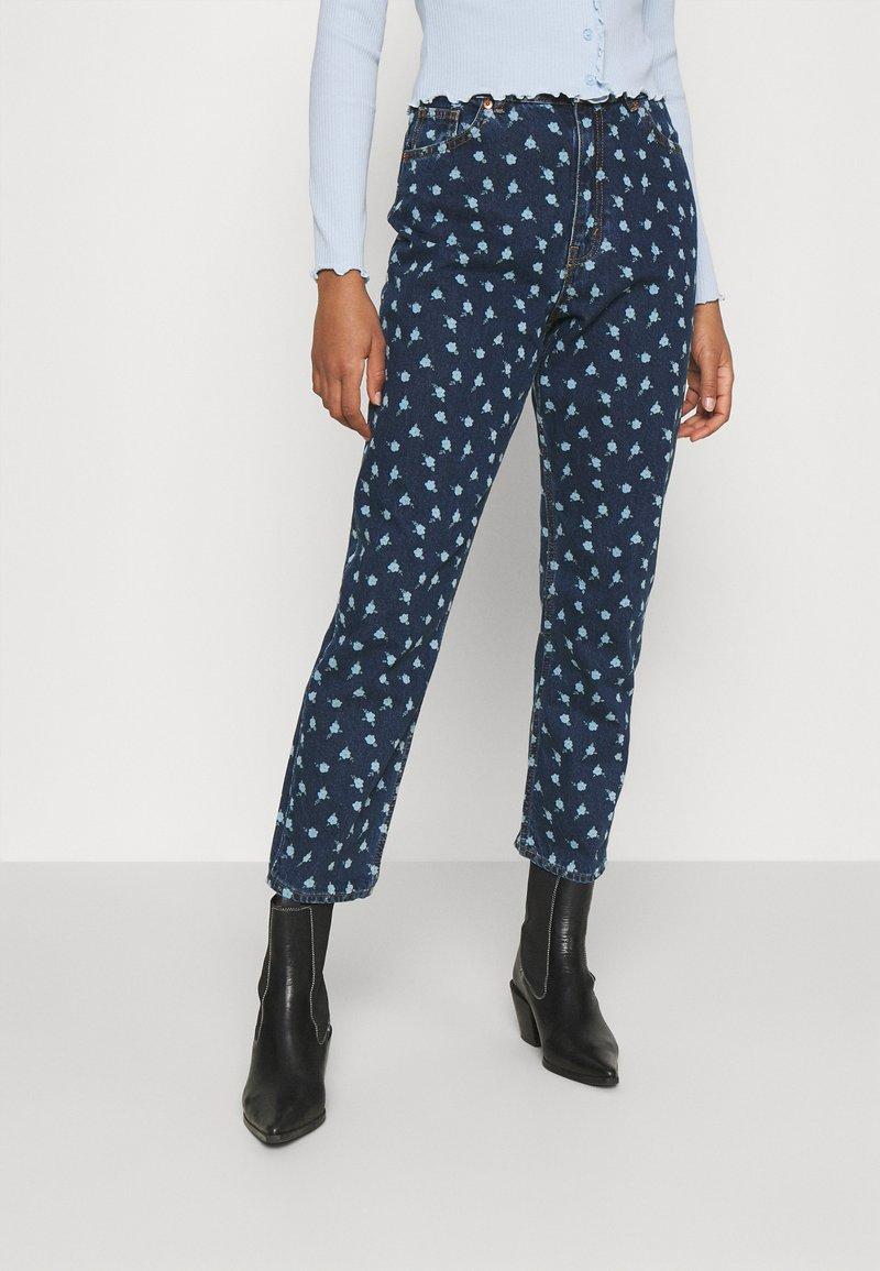 Monki - MINI FLOWER - Straight leg jeans - blue